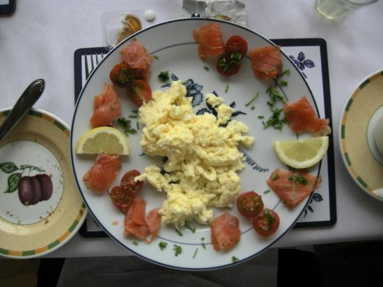 Philmar House: Smoked salmon and scrambled eggs