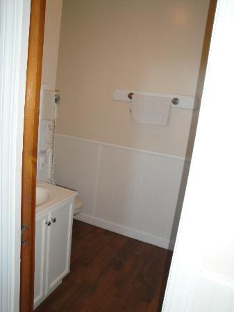 Water Street Inn: Bathroom (Room 1)