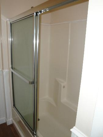 Water Street Inn: Shower (Room #1)