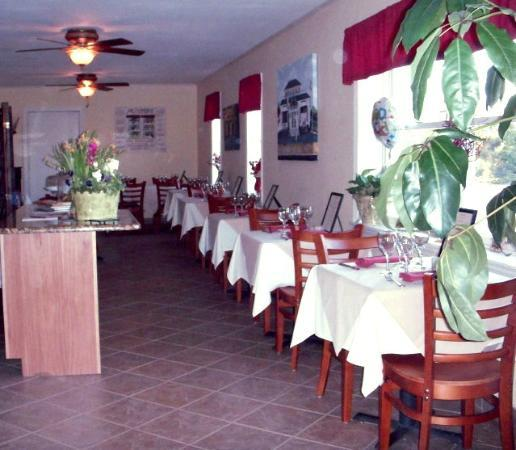 A Little Bite of Italy: Evening Dining Room