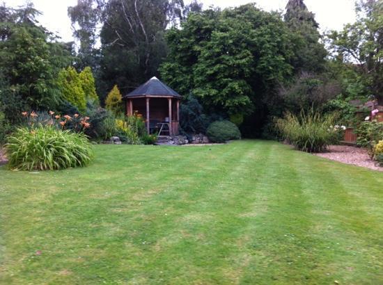 إنوسينس رومز إيست: beautiful garden 