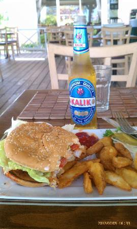 Flamingo Bay Hotel & Marina: Taino by the Sea, Fried Grouper Burger n Fries and Kalik!