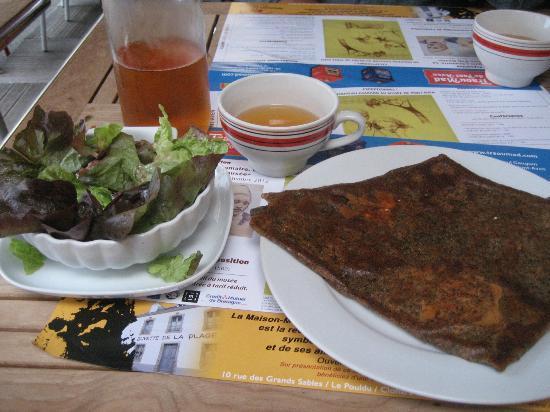 Le Petit Chaperon Rouge: crepe, salade & sidre