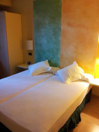 Hotel Pozuelo: Bed was comfy