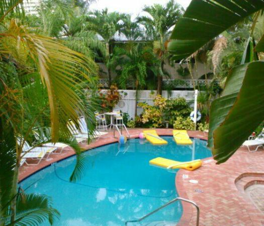 Alcazar Resort: Pool View