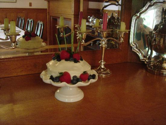 Governor's House in Hyde Park: Birthday cake