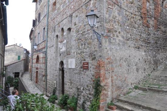 Geburtshaus des San Galgano: ...das Geburtshaus.....