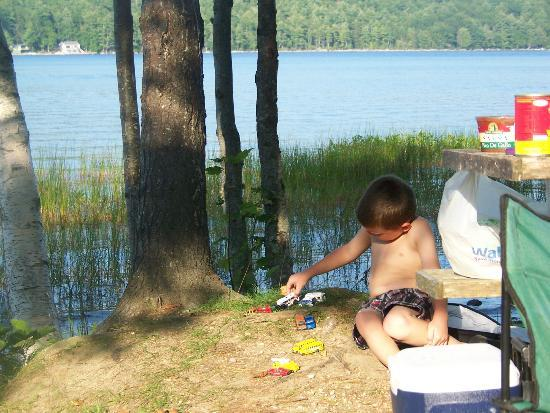 Balsam Cove Campground: relaxing by the water