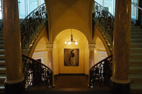 George Hotel: The staircase