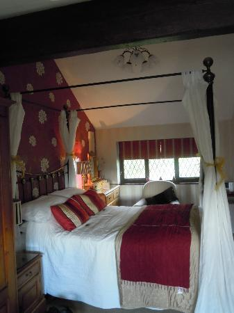Hill Crest Country Guest House: The bed