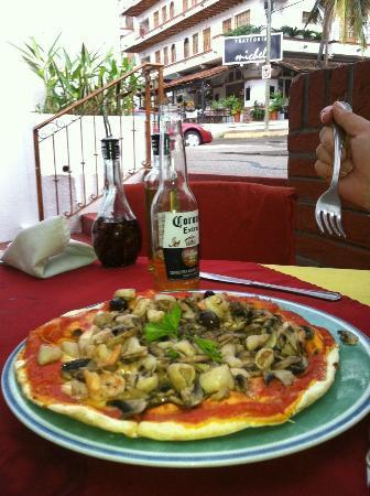 La Piazzetta: Amazing Seafood Pizza