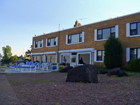 The Shoreline Inn: Backside of Hotel