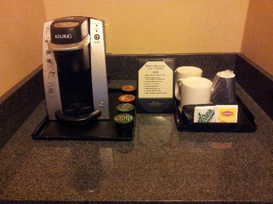 Holiday Inn Yakima: Keurig Single Serve coffee maker and K-Cups