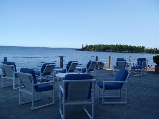 The Shoreline Inn: Patio Overlooking Lake Superior