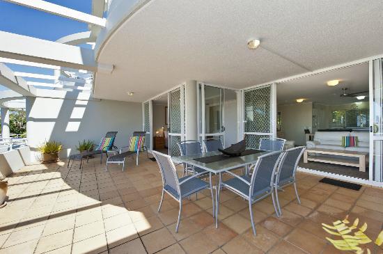 Sundancer Holiday Apartments: Level 1 Balcony