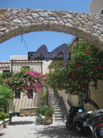 Makris Apartments : Christos Makris