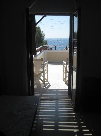 Makris Hotel: View to the balcony from the apartment