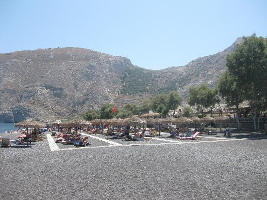 Makris Apartments: Beach outside the hotel