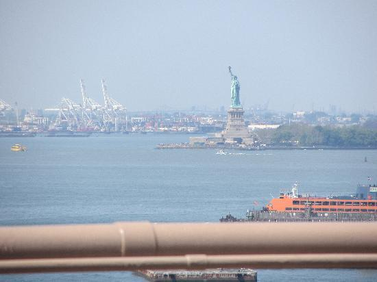 Brooklyn Bridge: view of the lady