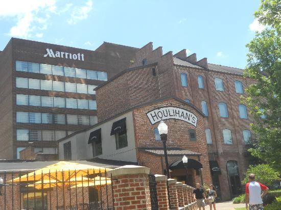 Columbus Marriott: Outside of Hotel from the town Square!