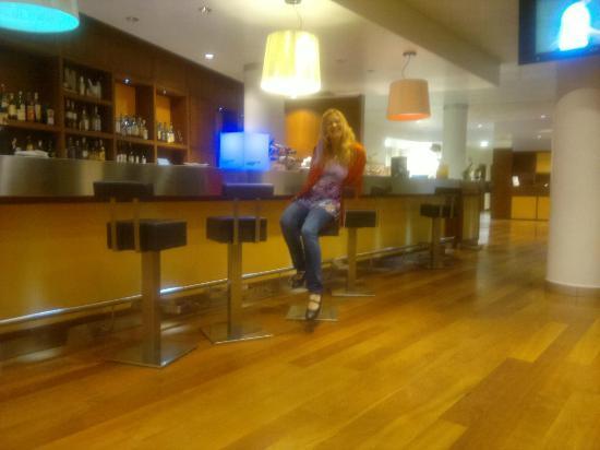 Novotel Milano Malpensa Airport: bar del hall