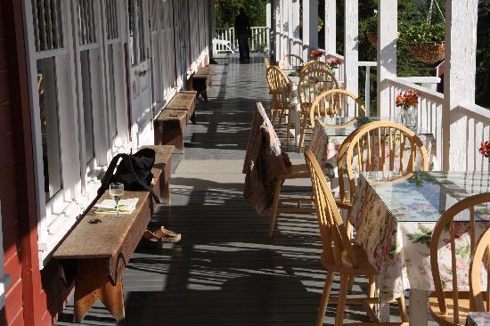 The verandah, Kennicott Glacier Lodge