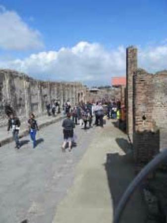 Roman Travels - Private Day Tours: main street