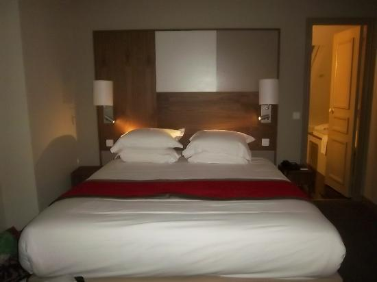 Hotel le Tourville: 6th floor king
