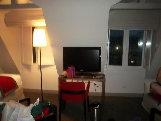 Hotel le Tourville: 6th fl 2 twin & tv
