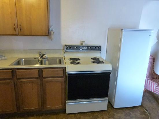 Ocean Avenue Inn: Old Appliances