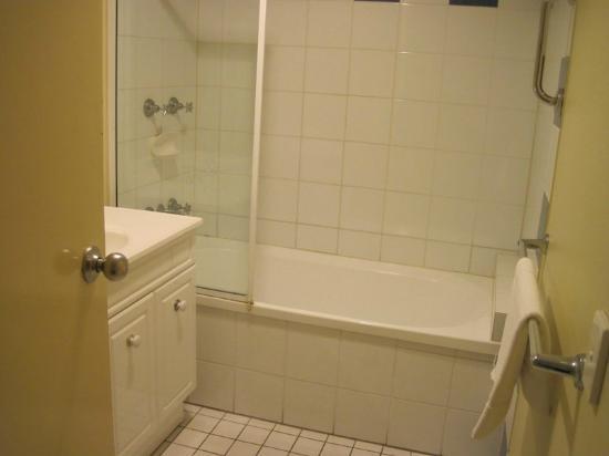 Cairns Beach Resort: Bathroom