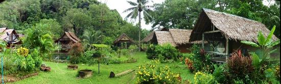 Namtok Bungalow : Our little bungalows in the garden