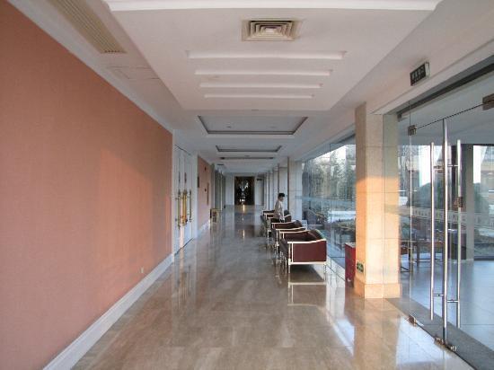 Chun Hui Yuan Resort: Hotel Corridor