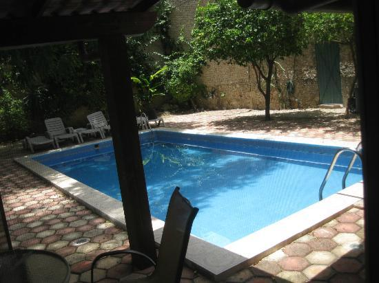 Yucatan Vista Inn: Step out to the patio and pool