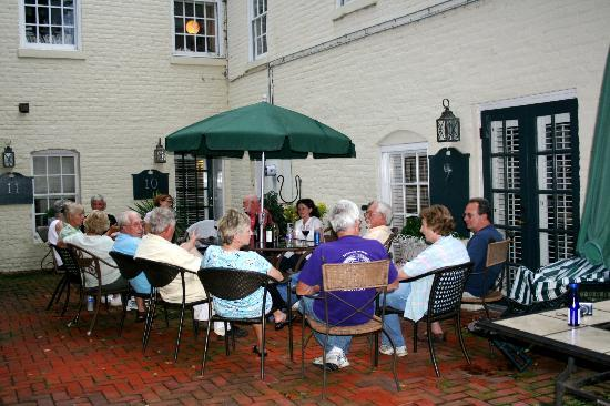 Richard Johnston Inn: courtyard area: great for a group to gather