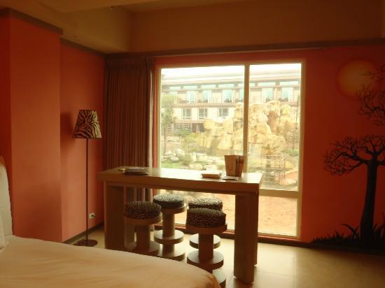 Leofoo Resort Guanshi: Room window which u can see the whole safari, beautiful view!!