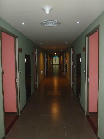 Leofoo Resort Guanshi: Room corridor, choose the room that facing main safari.