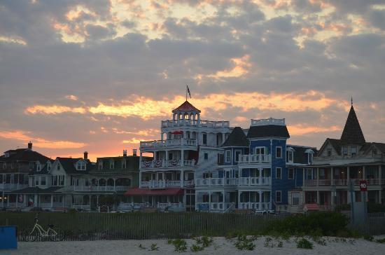931 Beach Guest House: Sunset over 931 Beach