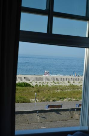 931 Beach Guest House: View from window of Cape Diamond