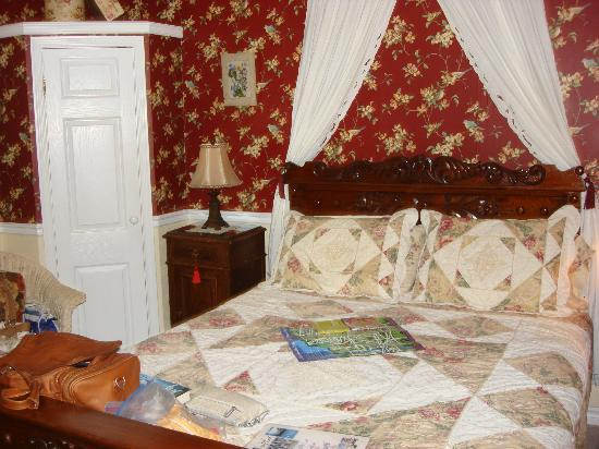 Abacot Hall Bed & Breakfast: Queen Victoria Room