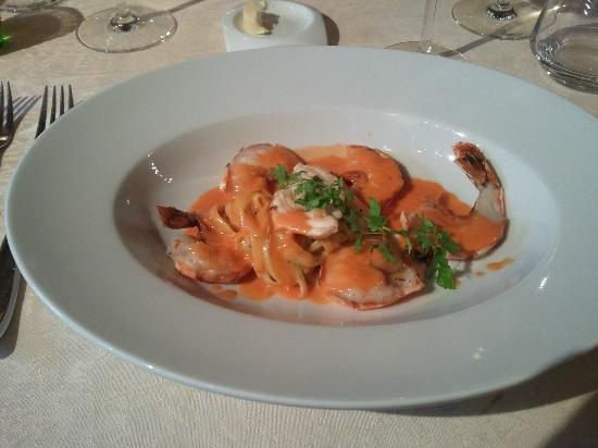 restaurant lipsius: Delectable scampi with champagne sauce