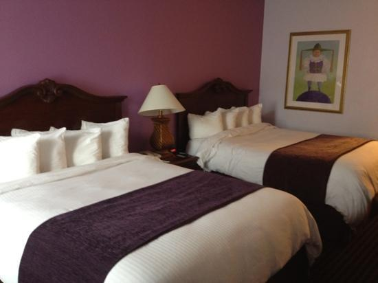 Quality Inn & Suites Maison St. Charles: The beds are very comfy!!