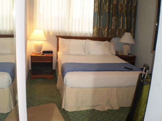 San Juan Airport Hotel : Tiny Standard Queen Room