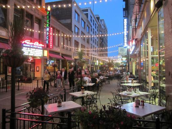La Strada: East 4th Street - July 2012