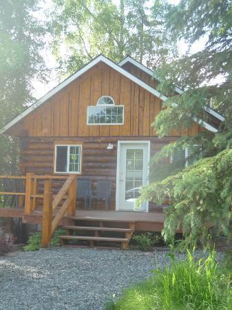 Denali Fireside Cabins & Suites: Front Entrance