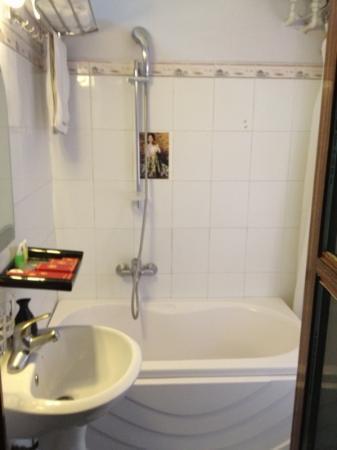 إندوشينا ليجند 2 هوتل: bathroom not like the pictures!! 