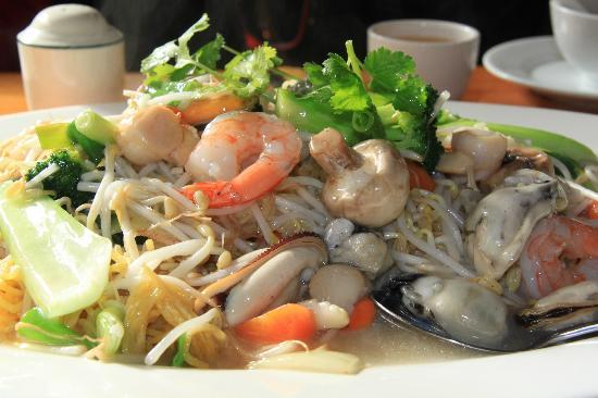 King Wah Restaurant: Seafood chow mein