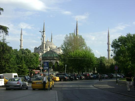 Mina Otel: 5 blocks from the hotel, Blue Mosque