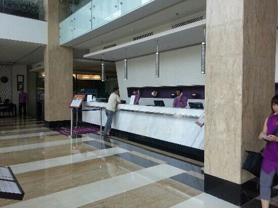 Aston Primera Pasteur Hotel & Conference Center: the lobby
