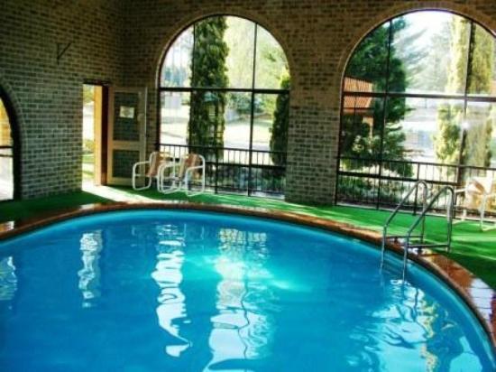 Idlewilde Town & Country Motor Inn: Indoor Seasonal solar heated pool